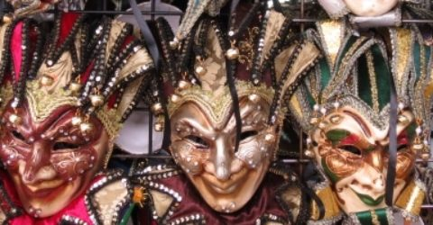 New_Orleans_Mardi_Gras_Masks_in_French_Market_featured_image